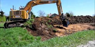 Embedded thumbnail for 20.04.2018 - odhumusowanie terenu oraz prace na placu składowym w Góraszce