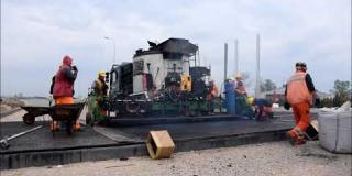 Embedded thumbnail for 29.04.2020 - Warstwa wiążąca z asfaltu lanego na obiekcie MS-5 w km 5+428, Góraszka