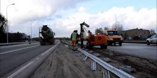 Embedded thumbnail for 25.02.2020 - montaż barier drogowych w km 8+000 - 8+100, Wiązowna