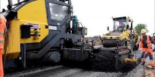 Embedded thumbnail for 18.07.2018 - wykonanie podbudowy z betonu asfaltowego AC22P na drodze dojazdowej DD01