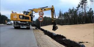 Embedded thumbnail for  03.12.2019 - humusowanie skarp - Góraszka