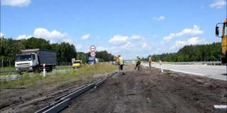 Embedded thumbnail for 30.06.2020 - S17 km 14+200 - montaż barier drogowych