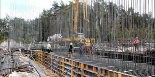 Embedded thumbnail for 27.09.2018 - WS-1 - betonowanie fundamentu w km 6+718