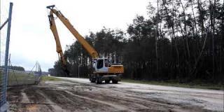 Embedded thumbnail for 08.04.2021 - DD-12 km 0+110 prace porządkowe oraz makroniwelacja terenu, Rudka
